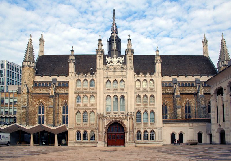 https://upload.wikimedia.org/wikipedia/commons/thumb/6/62/London_Guildhall.jpg/1200px-London_Guildhall.jpg