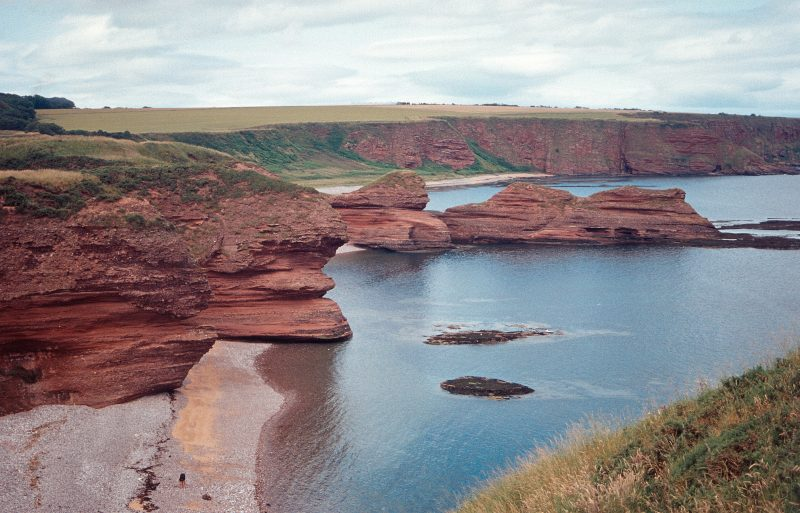 https://upload.wikimedia.org/wikipedia/commons/f/f5/Cliffs_near_Arbroath_g_The_Three_Sisters.jpg